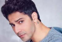 Varun-Dhawan-shows-off-his-chiseled-body-and-it-is-giving-us-some-serious-fitness-goals